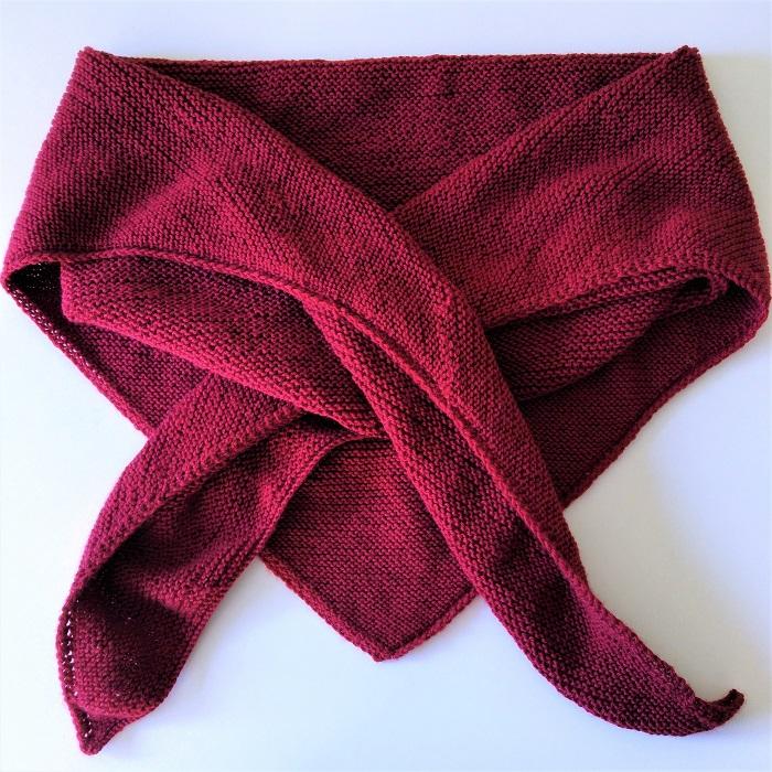 Trendy châle bordeaux en laine Bergère de France par Hello c'est Marine - Chat tricote par ici