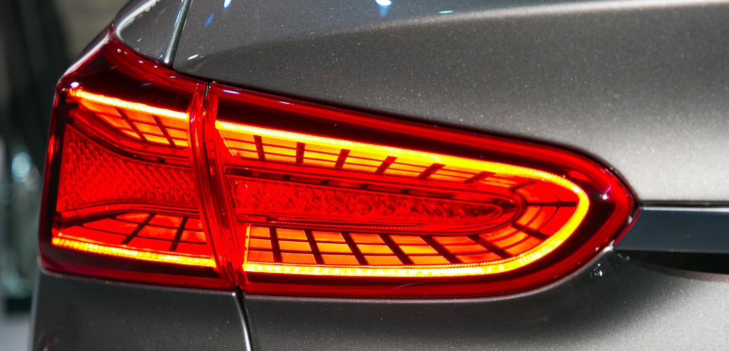 Mẫu Xe Hyundai Santafe 2020 Màu Nâu 7 Chỗ máy xăng - Đèn Led sau