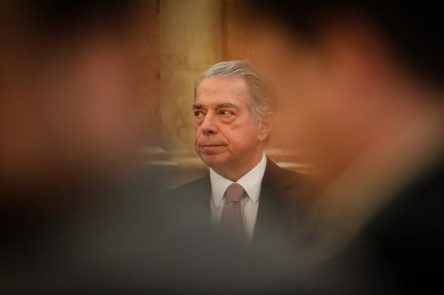 Portugal   Diga Salgado com voz doce e 1249 mil milhões amargamente
