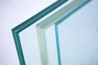 kaca laminate terdiri dari dua kaca yang digabung menjadi satu dengan lem khusus