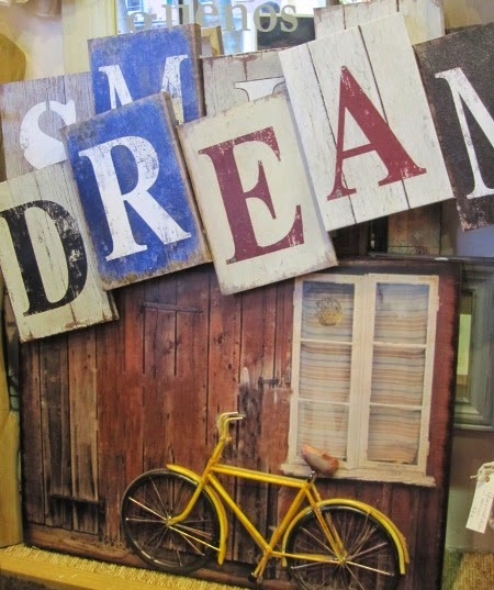 Cuadros letras smile y dream. Bicicleta relieve
