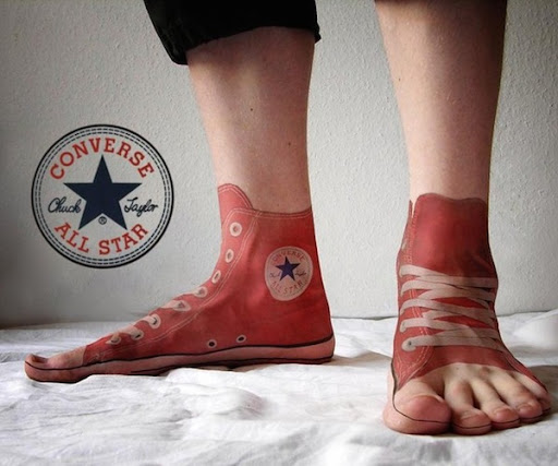 Chuck taylor sapatos de tatuagem