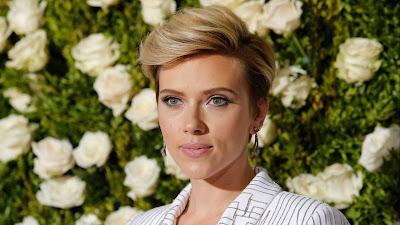 A atriz judia Scarlett Johansson faz 34 anos