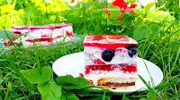 http://natomamochote.blogspot.com/2018/07/smietanowiec-na-ciastkach-hit-z-musem.html
