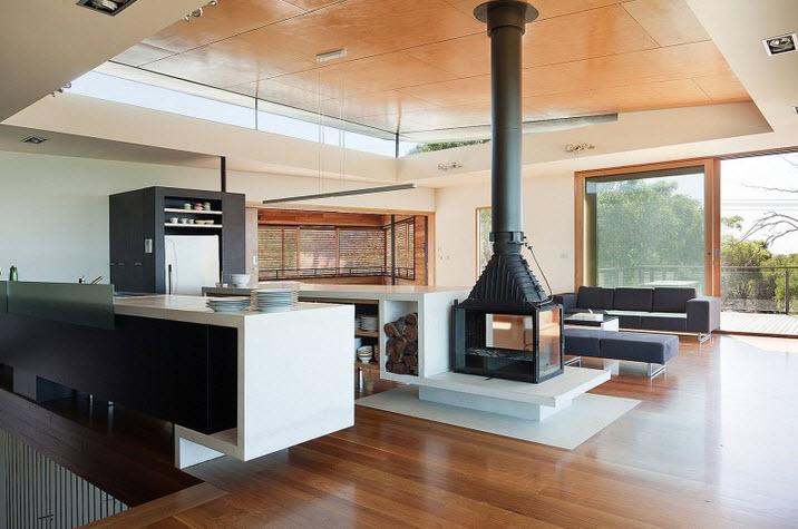 vista de la cocina y chimenea de la casa