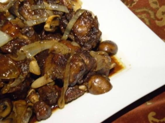 Braised Oxtails With Mushrooms And Onions