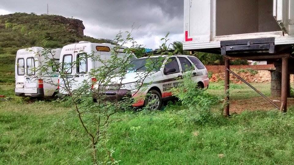 Resultado de imagem para fotos  carros da guarda de Jeremoabo plantando carro dedemontalvao