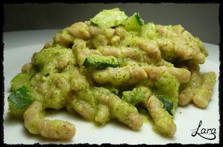 http://cucinaconlara.blogspot.it/2018/01/busiate-integrali-con-pesto-di-zucchine.html