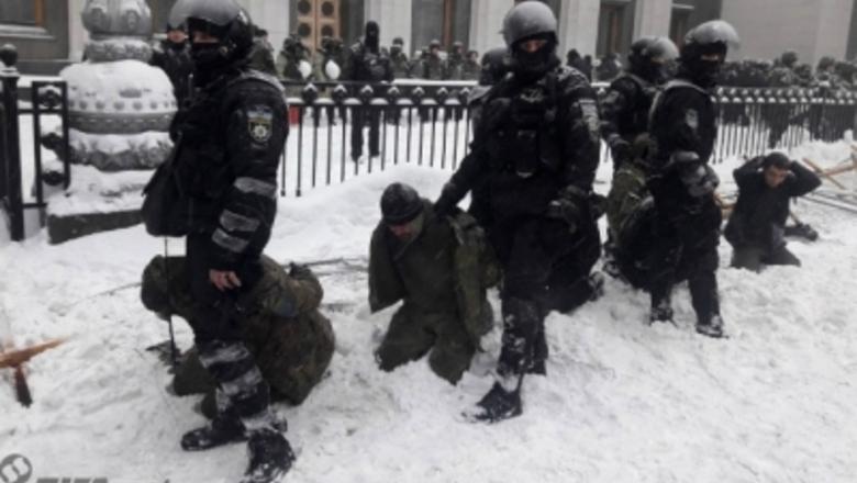 По факту действий полиции во время столкновений под Верховной радой прокуратура открыла криминальное производство
