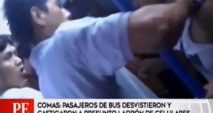 Pasajeros de bus golpearon y desvistieron a presunto ladrón