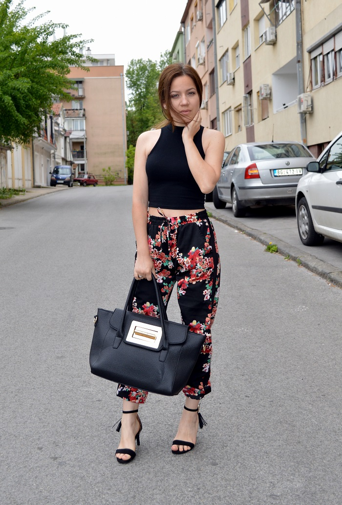outfit, floral pants, joggers, crop top, black heel sandals, black tote bag, turtleneck crop top