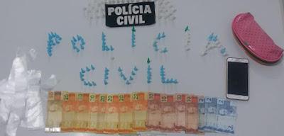 POLICIA CIVIL DE CANANEIA PRENDE CASAL TRAFICANTE DE DROGAS QUE AGIA NO BAIRRO CARIJO