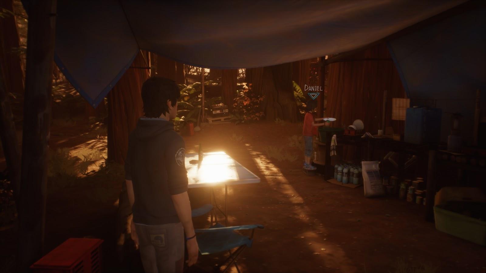 Sean a táborban távolabbról figyeli, ahogy öccse mosogat.