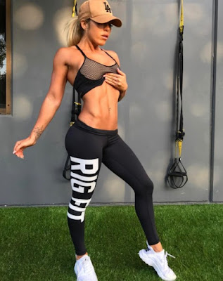 Kali Burns shows her packs and fit body