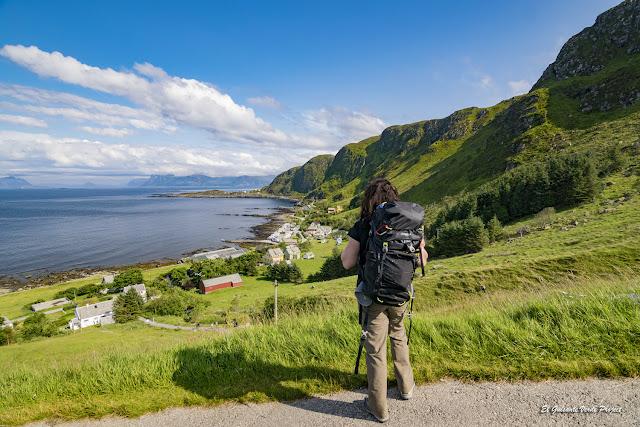 Maribel en la bahia de la Isla de Runde, Noruega por El Guisante Verde Project