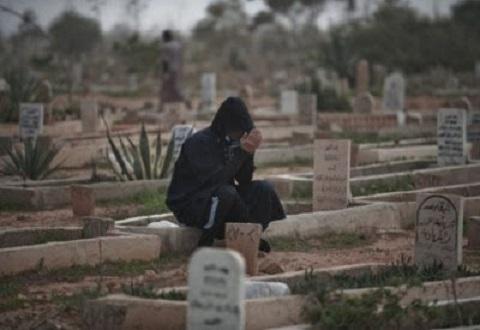 هل تعلم ماذا يحدث للمتوفى عندما تزور قبره.. مفاجاه