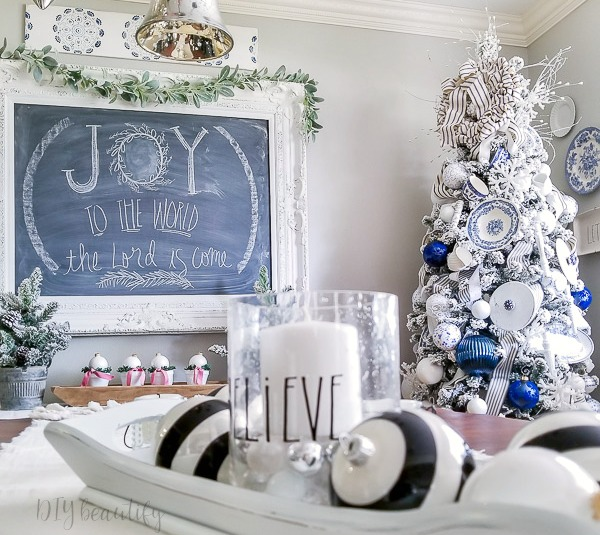 blue and white Christmas dining room