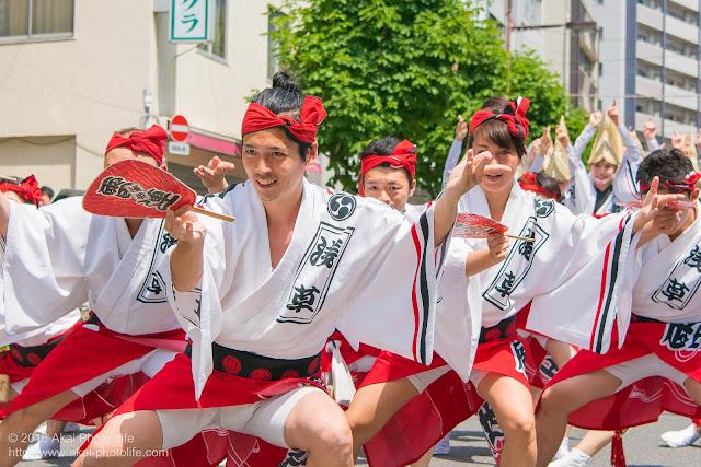 マロニエ祭りで浅草雷連の男踊りの踊り手達を撮影した写真 その7