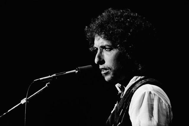 Bob Dylan levou o Prêmio Nobel de Literatura de 2016 nesta quinta-feira, 13, numa decisão que pegou todo o mundo cultural de surpresa