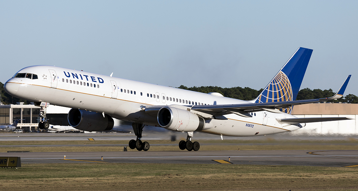 United Airlines Boeing 757-200 Rotating Takeoff