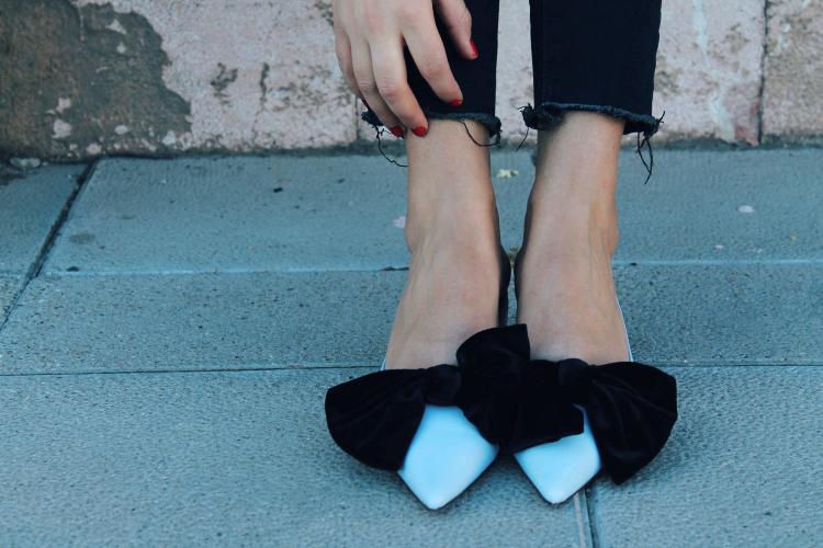 Zapatos azules con lazo de Zara