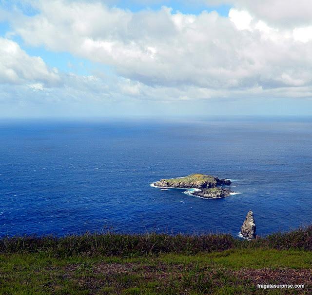 Ilha de Páscoa - vila cerimonial de Orongo no vulcão Rano Kau