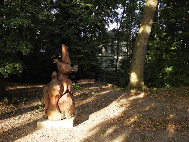 rzeźba ptaków w Parku Miłości w Lubniewicach