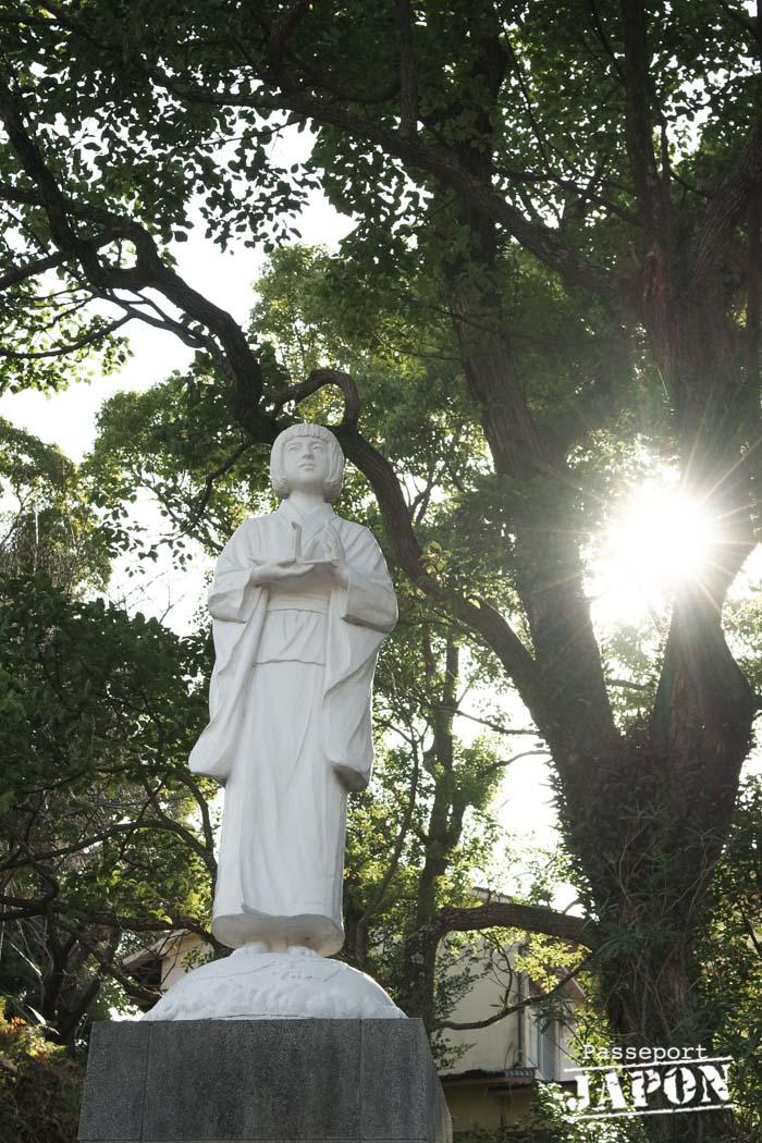 Statue d'enfant en prière, parc de la Paix, Nagasaki