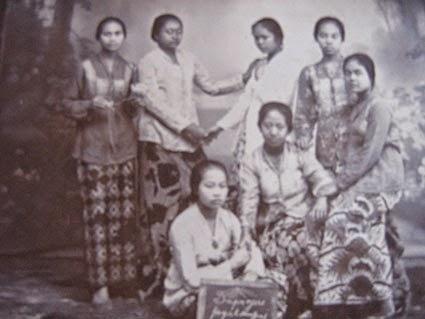 Asimilasi Budaya Busana