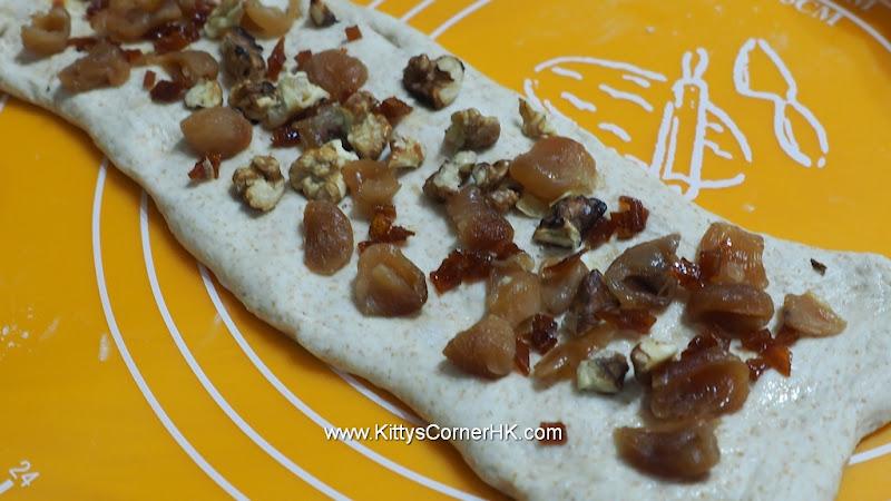 Dragon Eye (Longan) Nuts Wheat Bread 桂圓核桃麥包  自家烘焙 食譜 home baking recipes