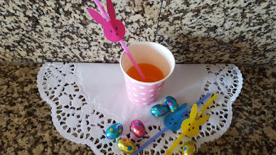 Bunny decorated straws for Easter - with free printable