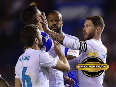 Ramos Melayangkan Tangannya Ke Pemain Muda Deportivo, Andone