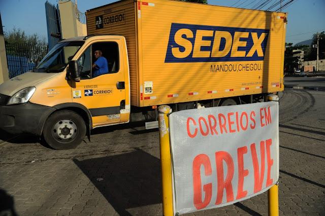 Funcionários dos Correios decidem manter greve