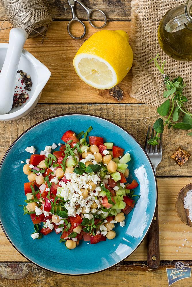 Sałatka z ciecierzycy i pomidora
