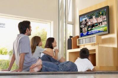 جدول الابعاد المناسبة لمشاهدة التلفزيون  حجم التلفزيون المناسب للغرفة  حجم الشاشة بالنسبة للمسافة  الارتفاع المناسب للتلفزيون  الشاشة المناسبة للغرفة  مساحة الغرفة والتلفزيون  اختيار حجم الشاشة المناسب  افضل حجم للشاشة