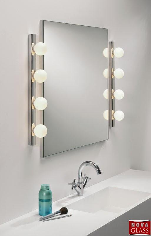 Καθρέπτης με δύο φωτιστικά