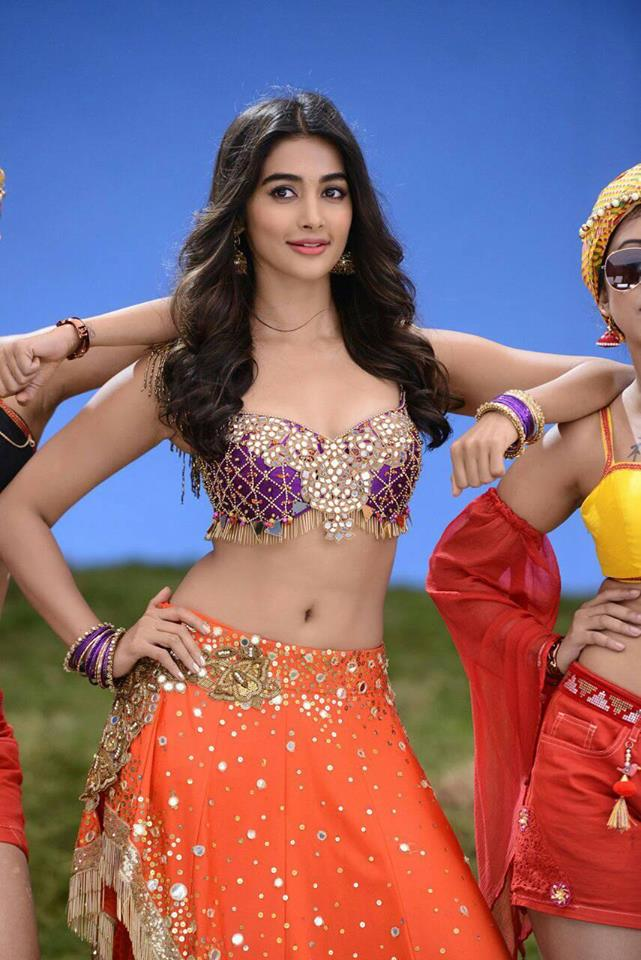 Pooja Hegde Sexy Photos showing Navel and Cleavage Pics