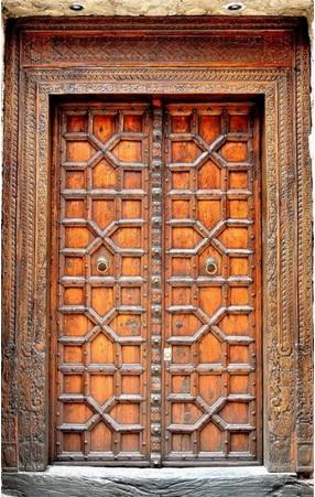 diseños de puertas antiguas en madera bonitas.jpg