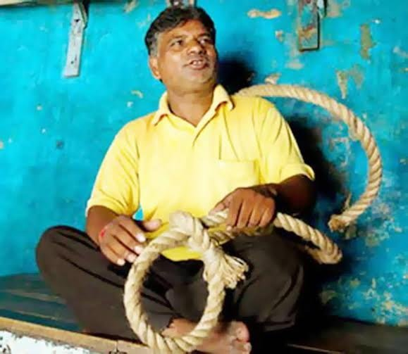 pawan jallad,jallad,hangman,jallad pawan hang koli and pandher,pawan kumar the hangman of india,pawan jallad will hand koli and pandher,hang man duty,present hang man of india,what jallad says in the ears of prisoner before hanging,pawan kumar,jallad phansi,death penalty,meerut jallad pawan will hand nithari case criminals,jallad phansi video,who is the hangman of india,bharat me jallad