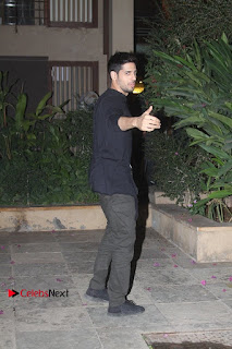 Shahid Kapoor Birthday Celetion Pos  0031.jpg