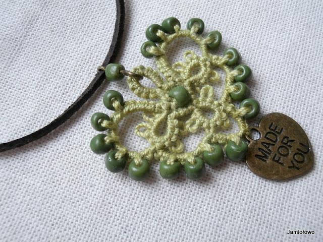 koraliki wrobione we frywolitkowy wzór