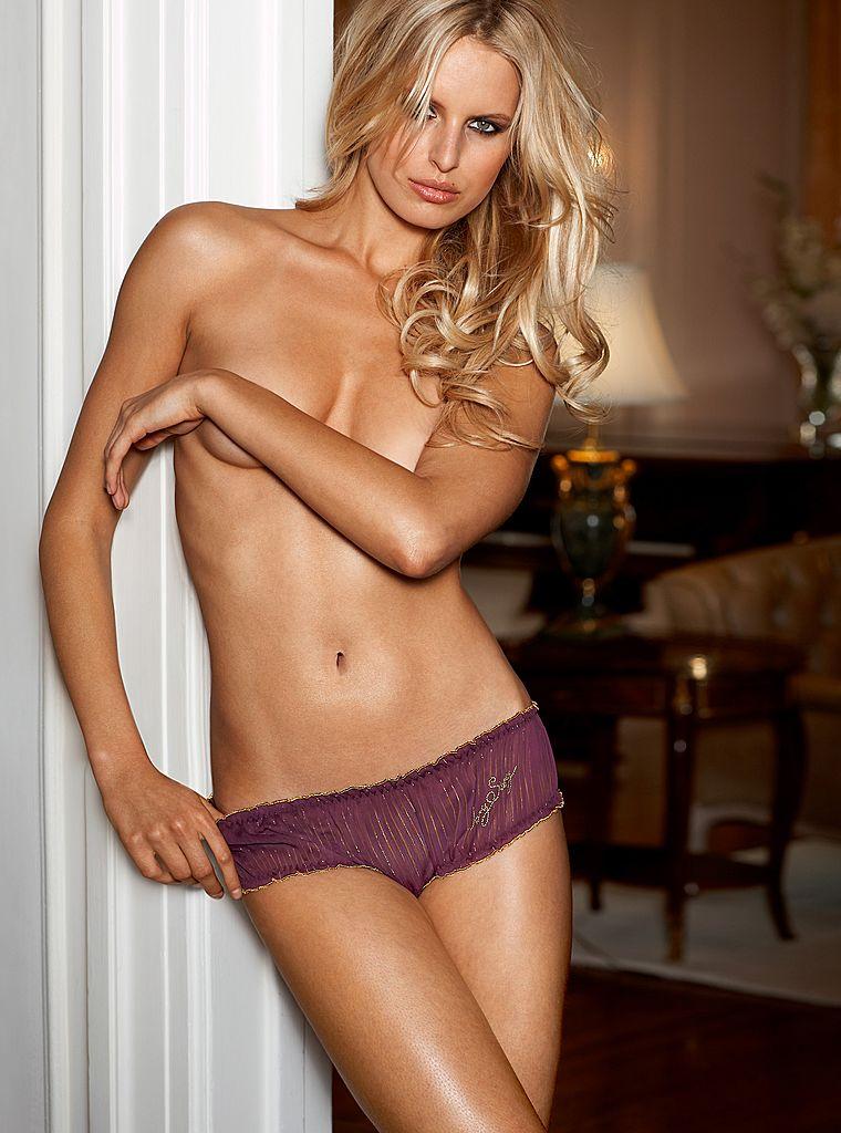 Karolina Kurkova ( Victorias Secret MEGAUPLOAD) - Models