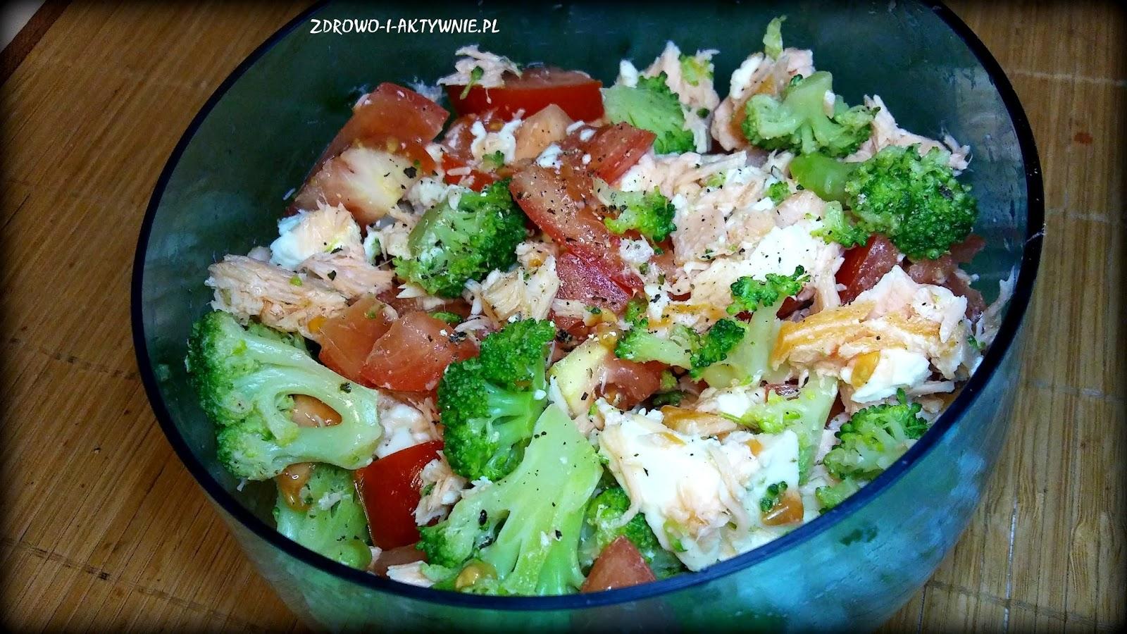 Sałatka z łososia, brokuła i mozzarelli