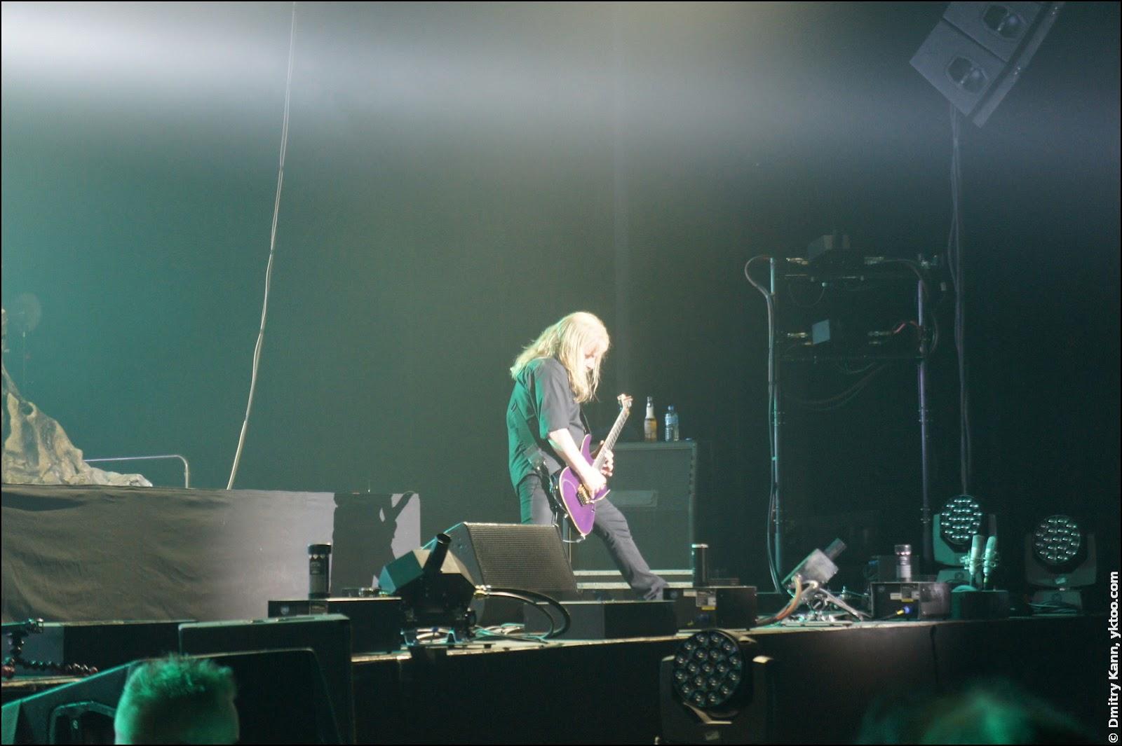Nightwish: Emppu Vuorinen и его любимая сиреневая гитара.