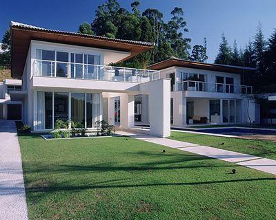 Strane case strane vite una casa da sogno arredamento essenziale moderna bianca e piscina - Interni casa da sogno ...