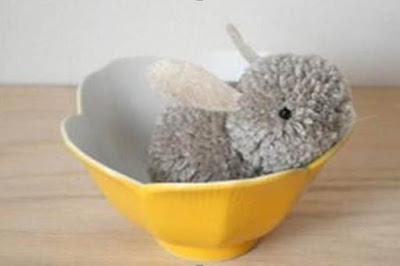 http://www.fabdiy.com/diy-pom-pom-bunny/