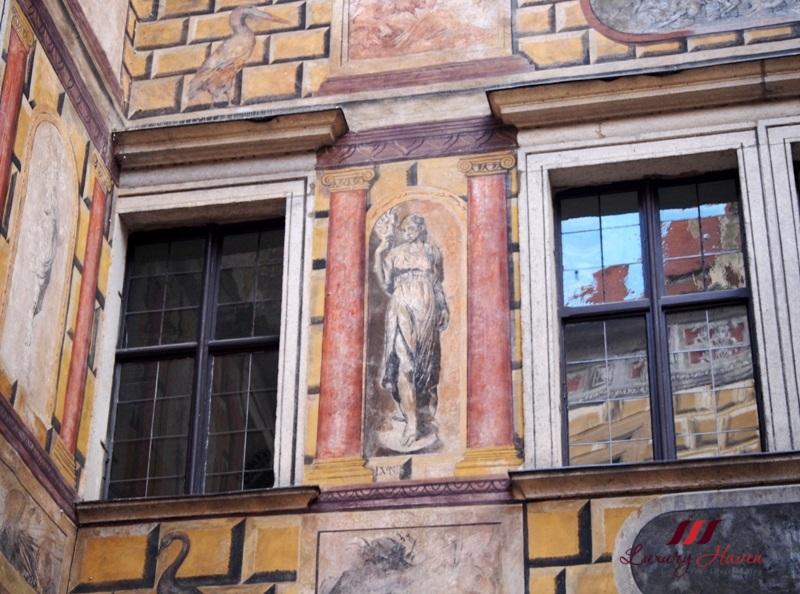 cesky krumlov castle iiird courtyard gabriel de blonde
