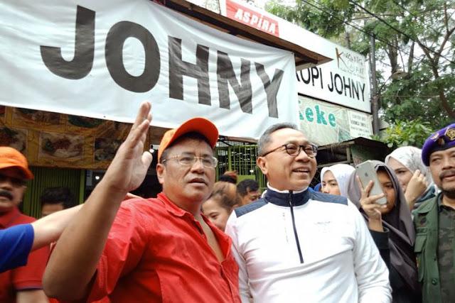 Pengacara Hotman Paris Hutapea (kiri) bersama Ketua MPR RI Zulkifli Hasan di Kopi Johny