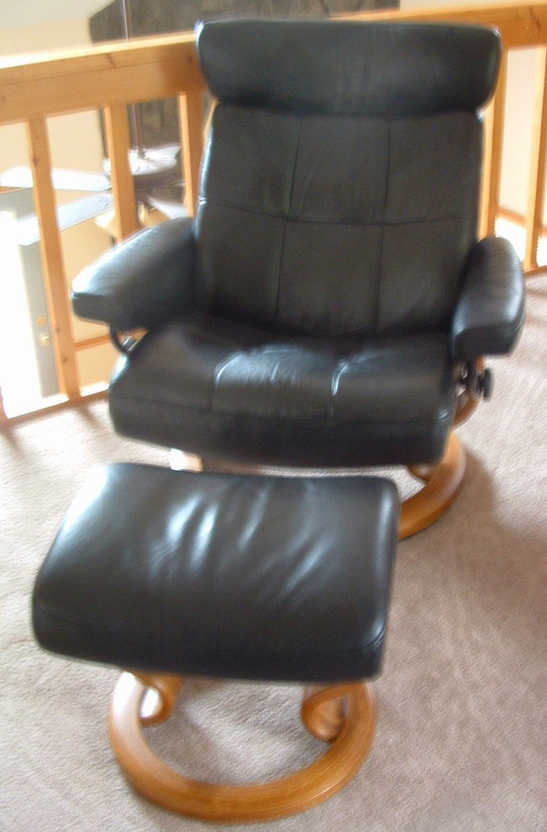 Stylish Recliner: Blue Starr Gallery: Eames Style