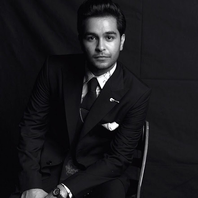 Asim Azhar age, mother name, family, father, sister, mom, wiki, songs, singer, coke studio, video